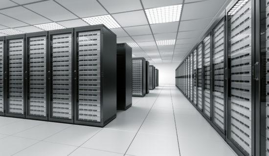 Rechenzentrum mit Server und Server Cluster
